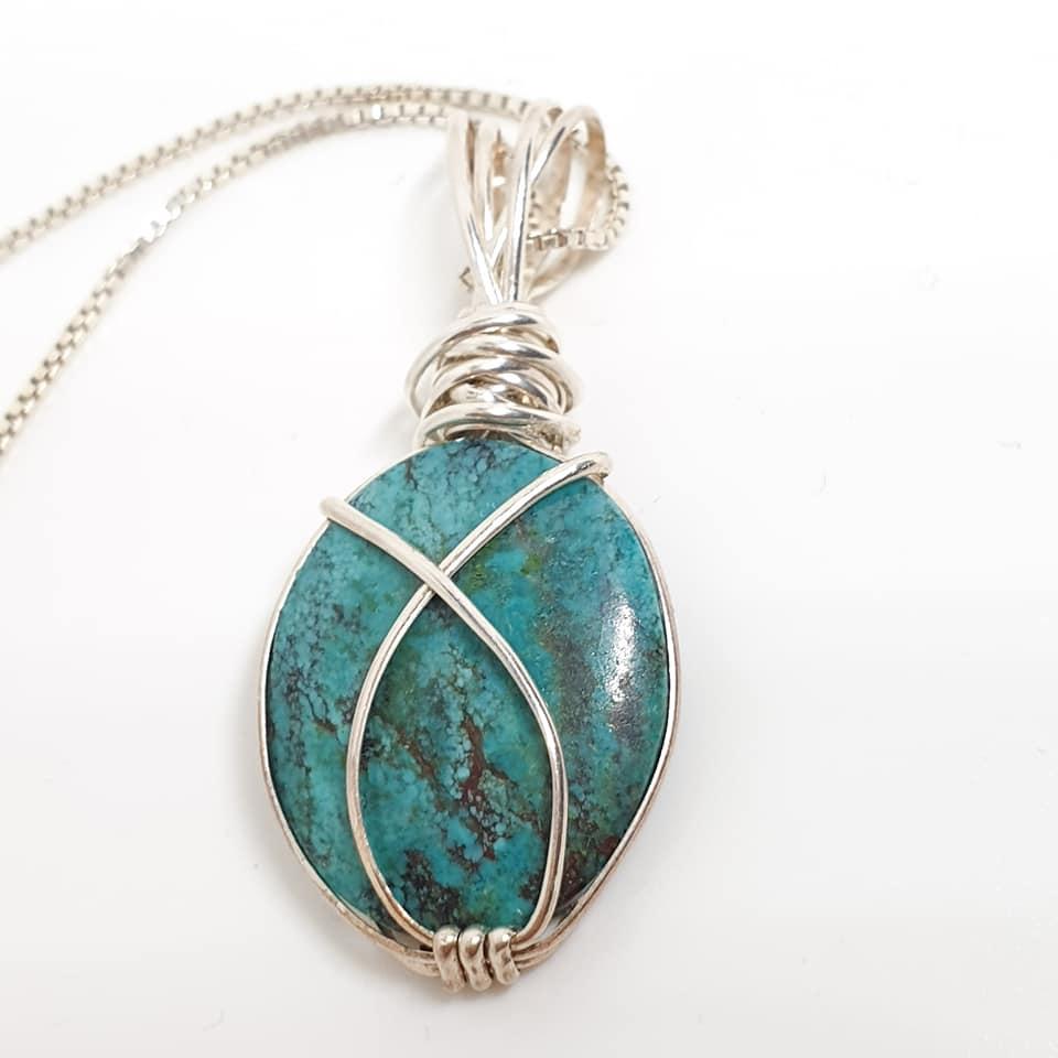 תליון אבן טורקיז טיבטי עם כסף סטרלינג. נמכר.