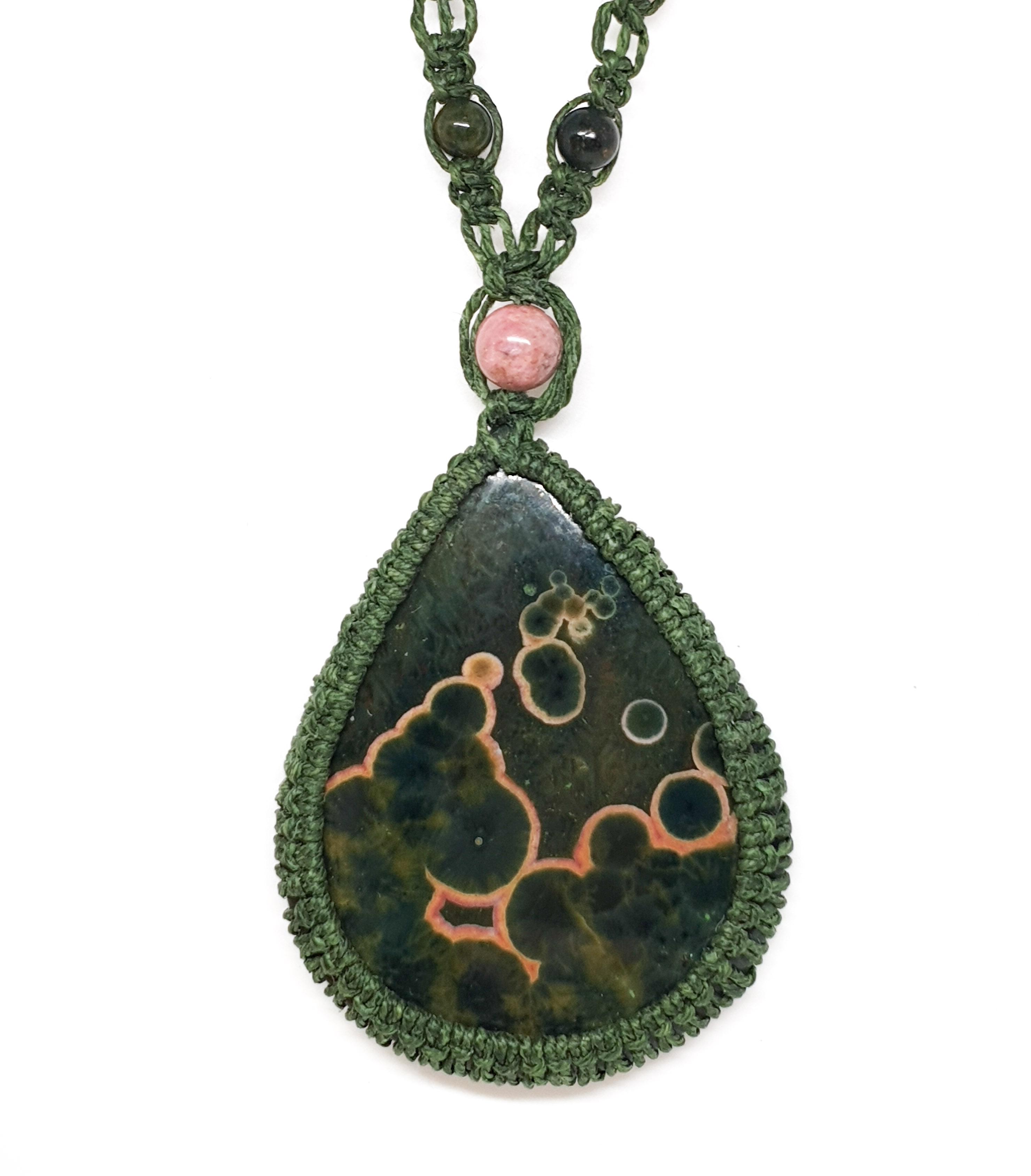 שרשרת מקרמה אבן ירוקה אושן ג'ספר